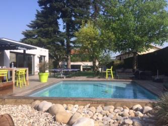 maison réhabilité avec piscine creusée